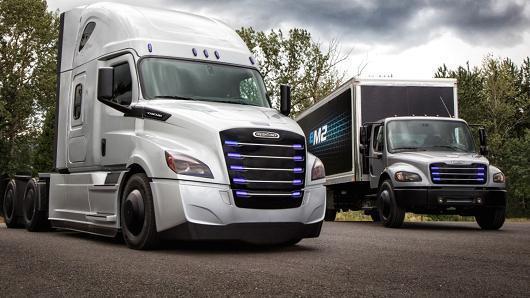 奔驰母公司推两款电动卡车:续航约400公里战特斯拉
