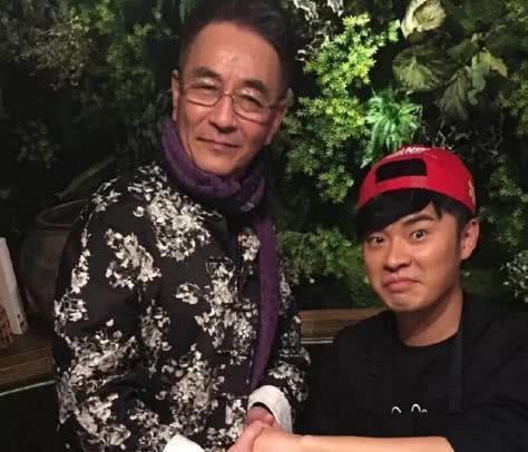 曝陈赫父亲罕见年轻旧照 浓眉大眼帅气堪比演员