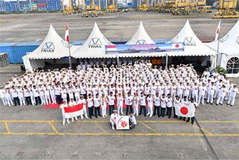 日2艘军舰抵印尼港口 印尼笑脸相迎共庆建交60年