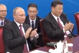 中俄元首为两国球员精彩表现鼓掌