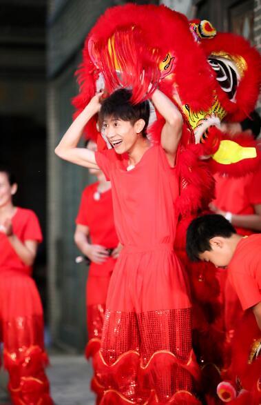 《高能》获《光明日报》点赞 王俊凯成舞狮少年