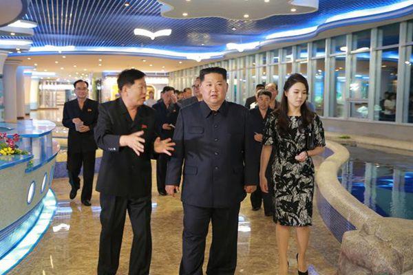 金正恩视察新建的平壤大同江水产品餐馆