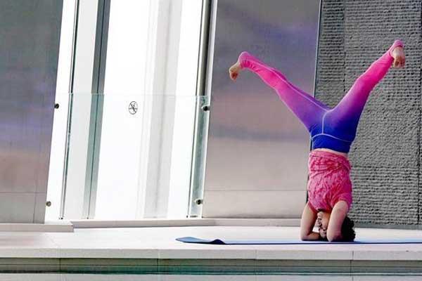体验高空瑜伽