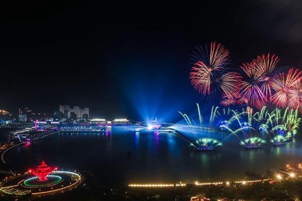"""上合之光辉映""""中国梦""""与""""世界梦""""——上海合作组织青岛峰会欢迎晚宴及灯光焰火表演"""