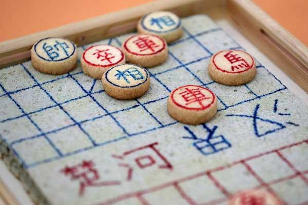 郑州举办大学生美食创意大赛 象棋、魔方成美食作品