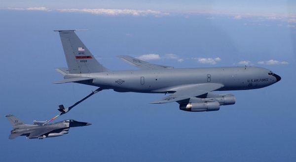 外媒:美国将4架KC135军用加油机部署乌克兰