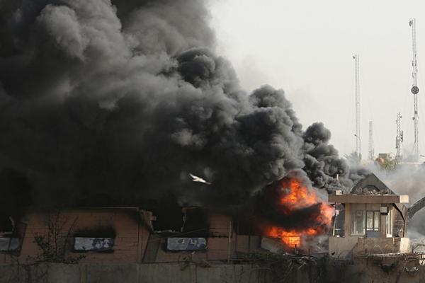 伊拉克大选重新计票 最大票仓发生大火浓烟遮天蔽日