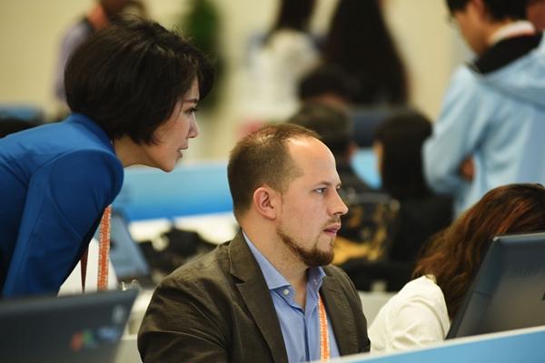 外国记者聚焦上合组织青岛峰会
