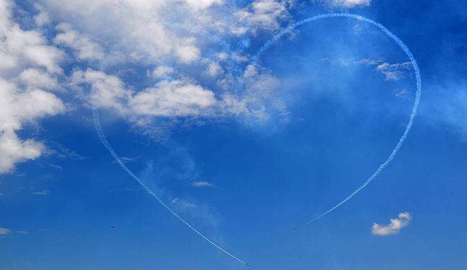 2018克罗地亚航展举行 特技队天空画出美丽心形