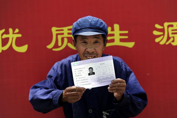 71岁农民第18次高考 自估总成绩能超50分