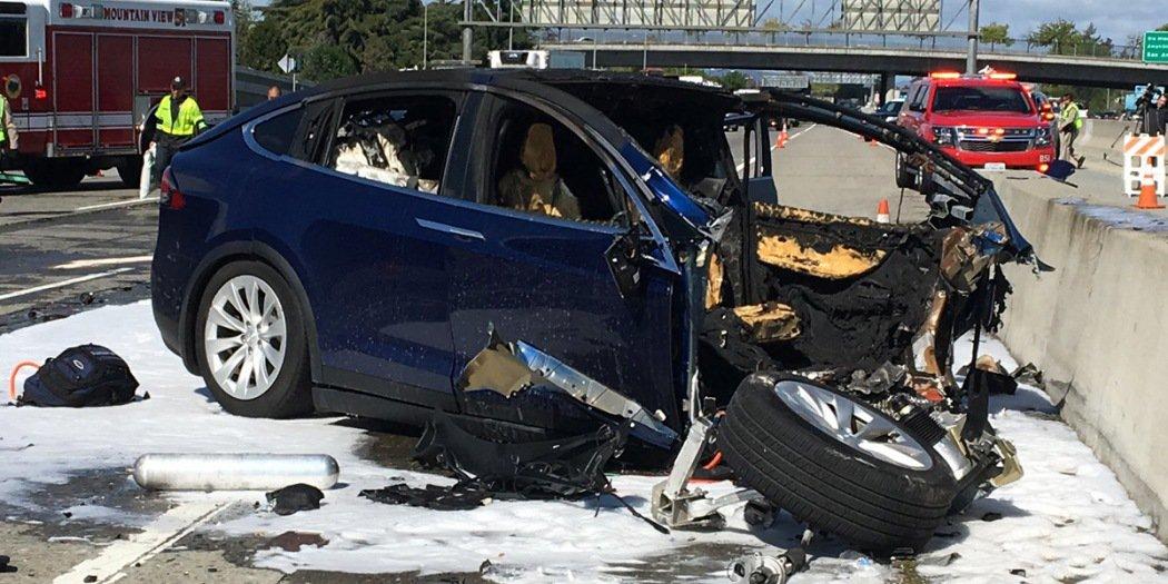 特斯拉Model X车祸报告出炉  事故前6秒司机未手握方向盘