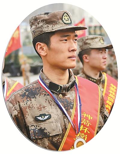 当兵5个月 这个兵比武中战胜了全旅55名训练尖子