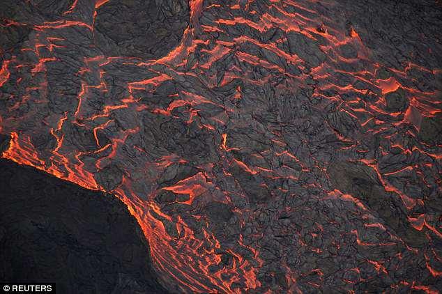 夏威夷火山熔岩竟填海造地1平方英里