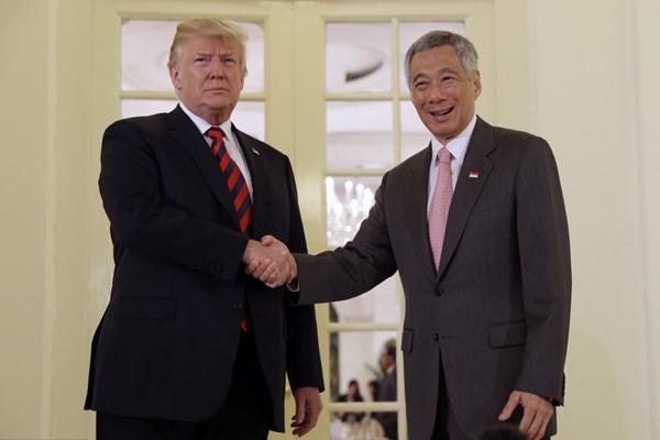 外媒:特朗普与新加坡总理李显龙举行会晤 并共进午餐