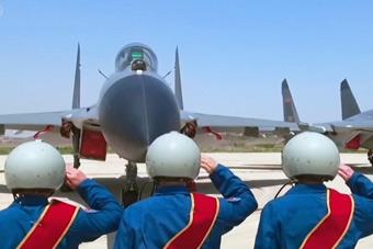 挥别蓝天!我军为歼11飞行员举办停飞仪式