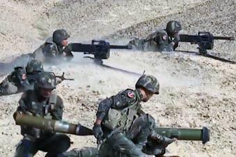 感受下这火力配置 解放军特战小组重火力攻坚