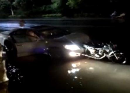 广东廉江市小轿车撞三轮摩托车 致5死1伤