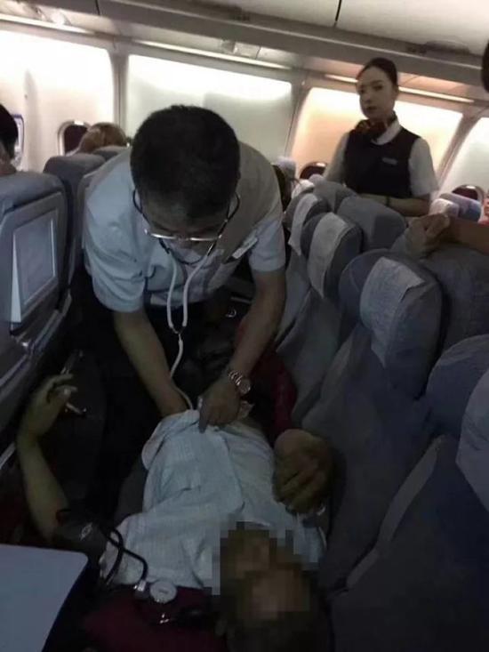 温州三医生万米高空救回心跳骤停病人,飞机紧急返航