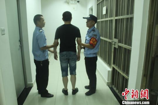 广州火车东站派出所一天抓获两名网上逃犯