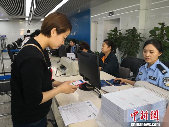 """西安推出两项出入境""""零跑腿""""便民新举措"""