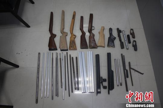 广东南雄警方破获网络制贩枪弹案 抓获7名嫌犯