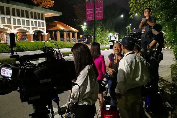 """""""金特会""""倒计时  媒体记者在圣淘沙嘉佩乐酒店外等候"""