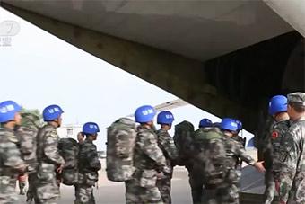"""中国军队乘军机前往蒙古参加""""可汗探索""""演习"""