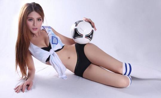 杨棋涵被誉2018最性感世界杯足球宝贝