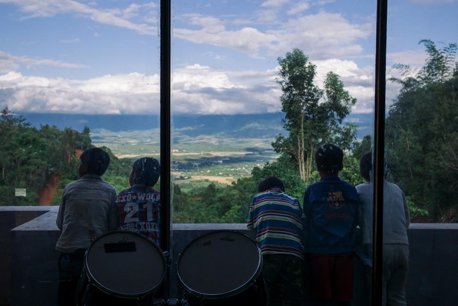 中国人在缅甸建音乐学校当老师