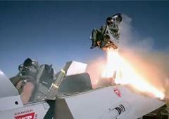 慢动作看战斗机座椅弹射过程 飞行员全靠它保命