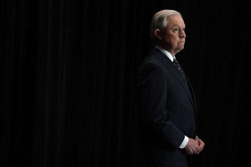 美司法部发布限制移民新令:家暴等不再是庇护理由