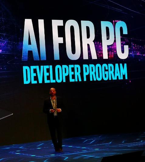 英特尔副总裁:PC是未来AI 的主战场
