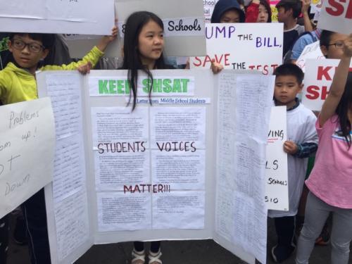 纽约拟废除特殊高中入学测验 万名家长聚集抗议