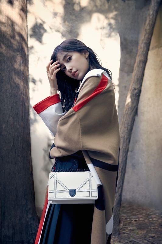Angelababy时尚街拍曝光 精致优雅尽显职场魅力