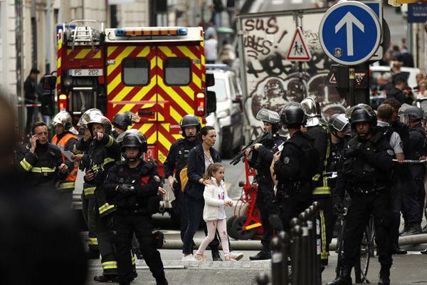巴黎发生人质劫持事件 劫持者要求伊朗大使馆带话