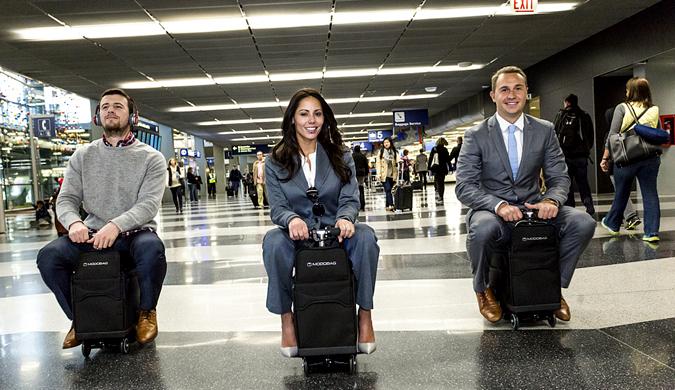 骑上就能走 可载人行李箱全速前进助你不再误机