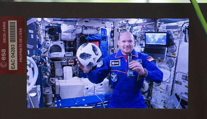 """德宇航员太空中与地面连线 不忘""""参与""""世界杯"""