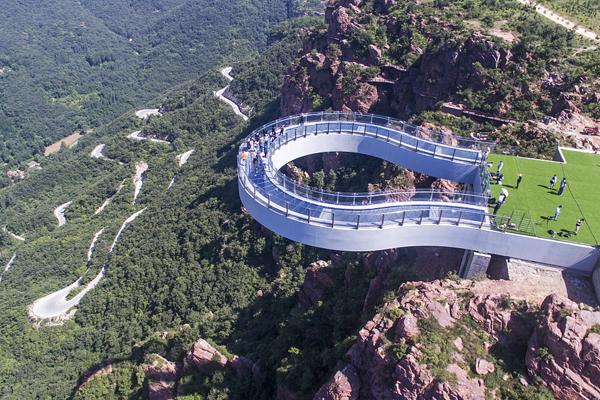郑州:世界最长高空玻璃环廊建成