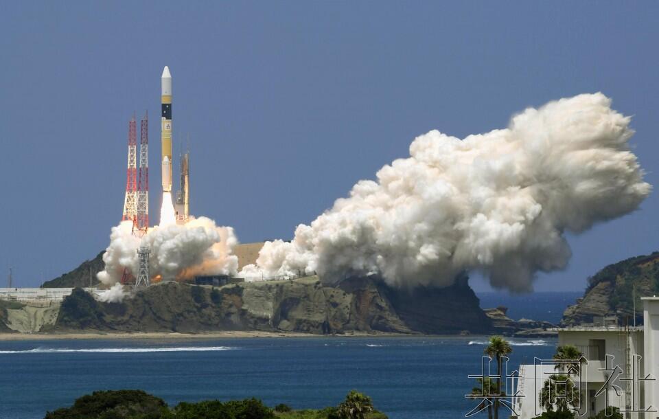 """日本成功发射情报收集卫星""""雷达6号机"""""""