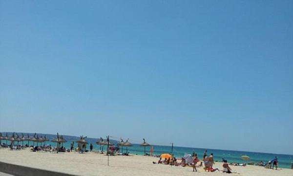 环境脏乱游客不文明 西班牙著名景点乱象遭曝光