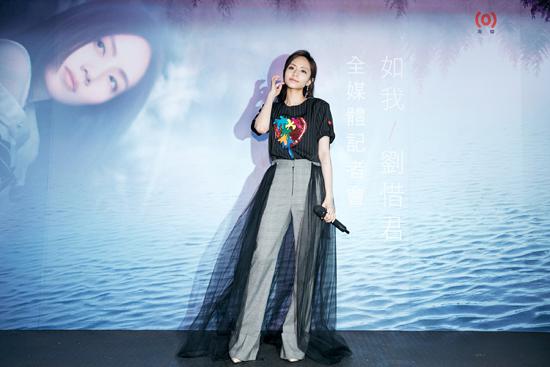 刘惜君《如我》发布会 圆儿时梦想与罗时丰合唱