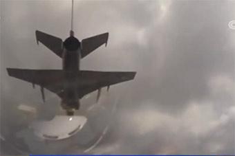 空军飞行学员完成山鹰飞机多类型实弹打地靶