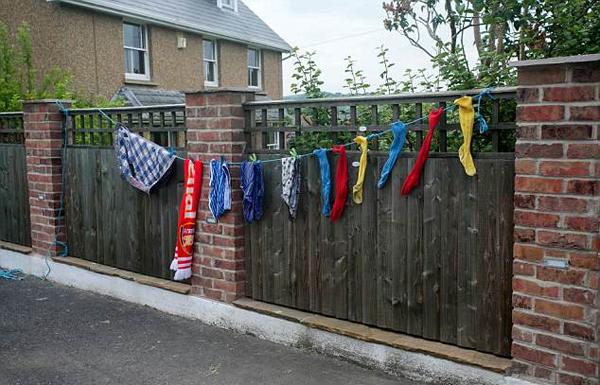 英妇女屋外晾衣服遭批 众多小镇居民晾衣以表声援