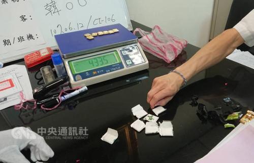 台湾3名女子藏2188克黄金在机场被查 赴日行程泡汤