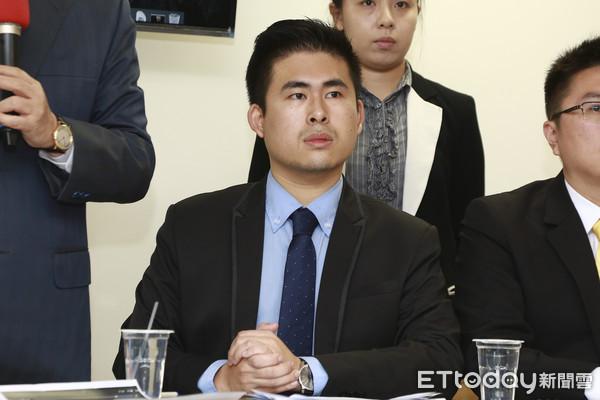 """王炳忠等新党青年遭台检方起诉 怒斥""""有种公开审判"""""""