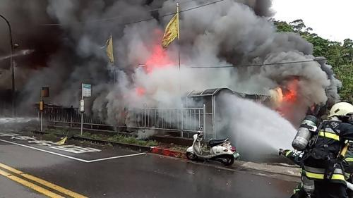 台北一铁皮屋民宅火灾4人失联 已发现一具遗体