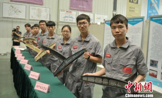 成都大学生参加国际超轻复合材料大学生桥梁竞赛获总冠军