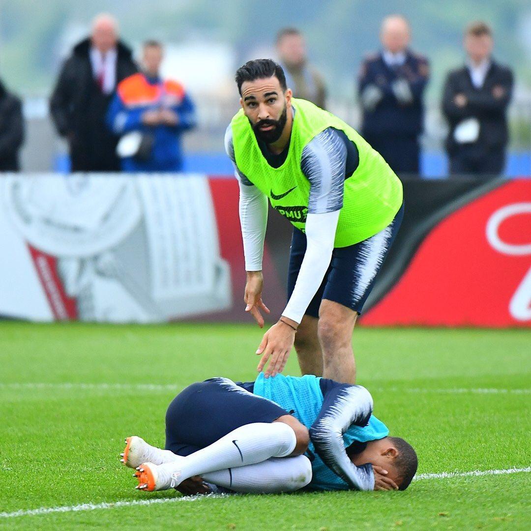 虚惊一场!姆巴佩伤势无碍竖大拇指 能踢世界杯首战