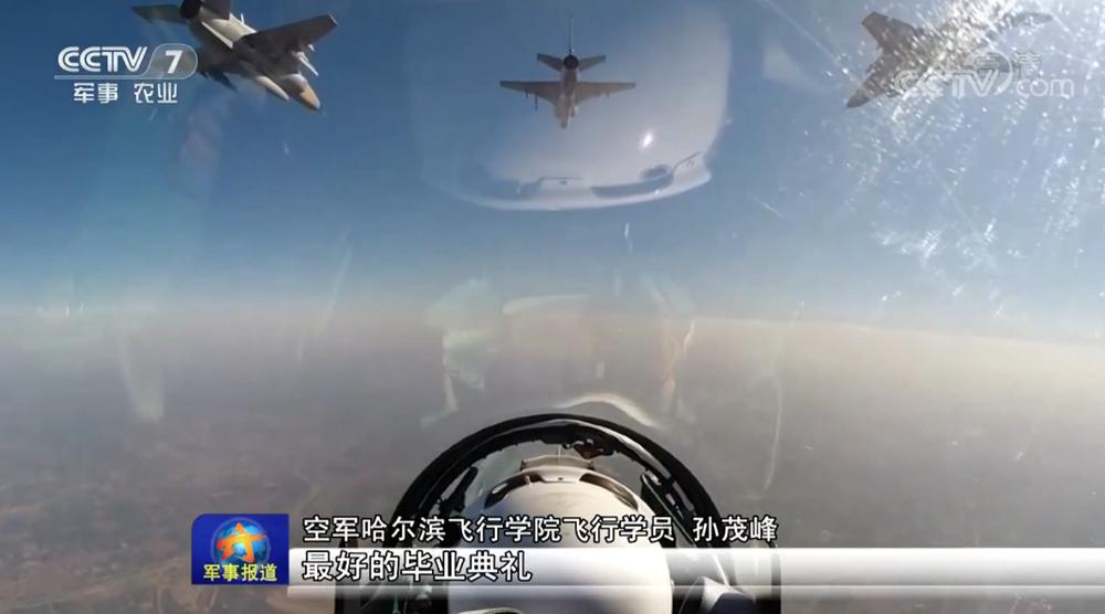 空军飞行学员高强度实战打靶 消耗千余枚弹药