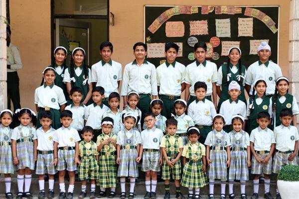 心疼老师!印度一学校竟有17对双胞胎扎堆